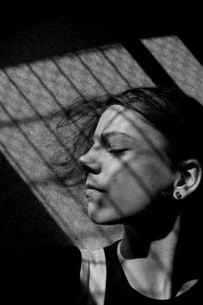 Autoportrait à la grille