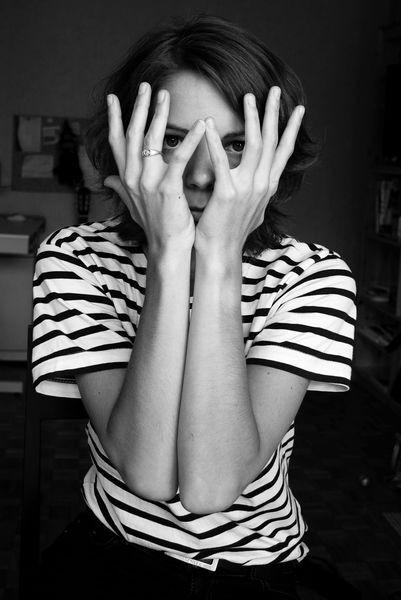 Autoportrait aux doigts