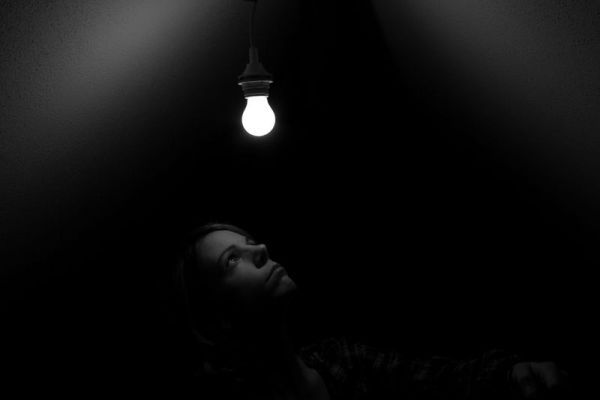 Autoportrait à l'ampoule