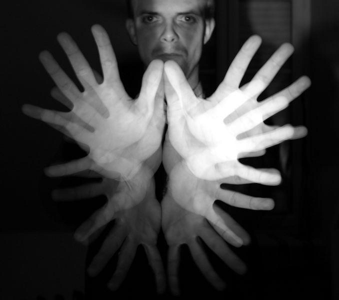 Jeux de mains.