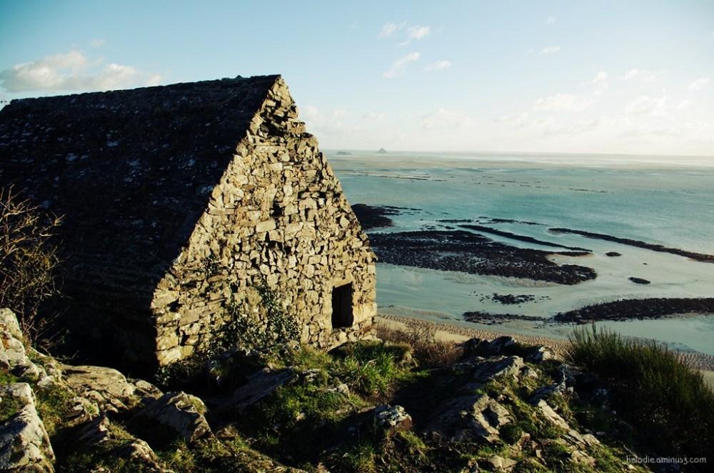 Cabane sur la baie