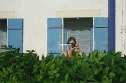Autoportrait aux volets bleus