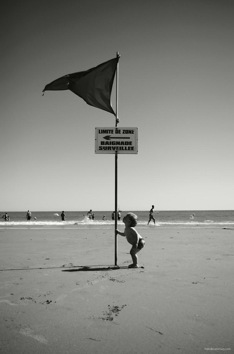 Il a marché sur la plage