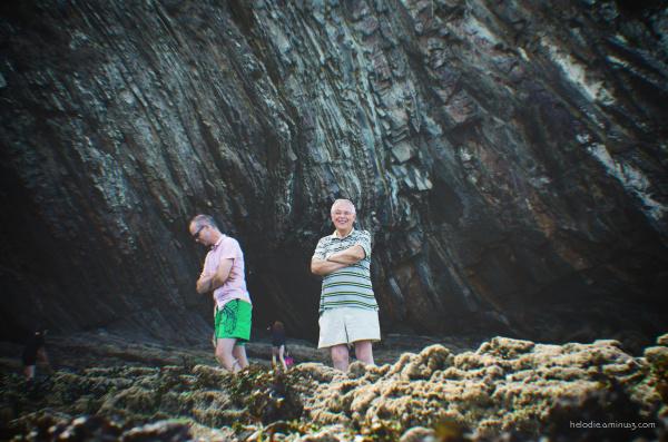 Bras croisés et falaises