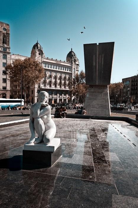 Estatua en la Plaza Cataluña de Barcelona