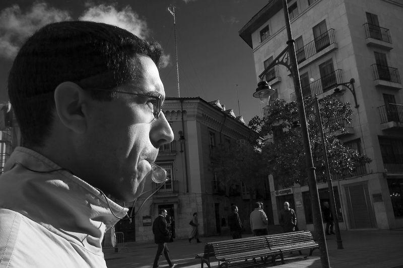 Ángel con un silbato en la manifestación del 19N