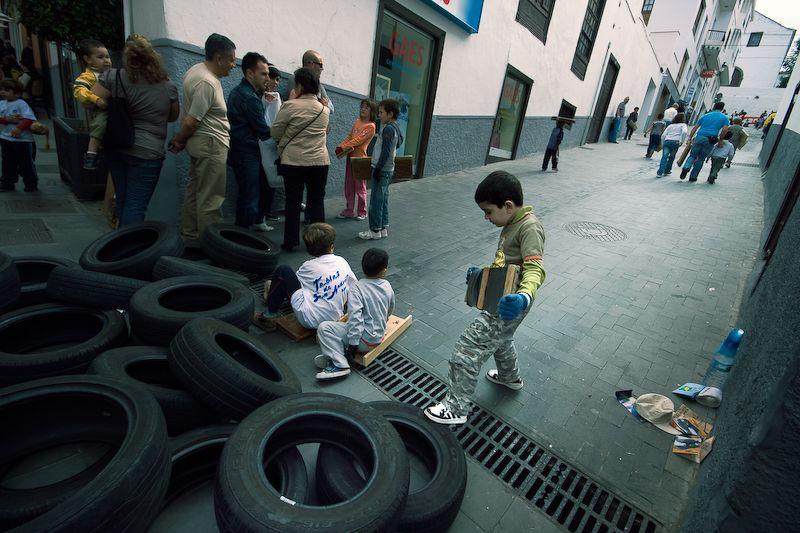 Niños practicando las