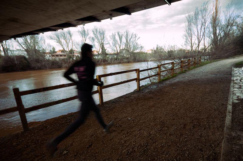 Un corredor en la orilla del Pisuerga