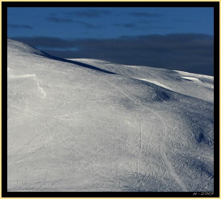 snow mountains tracks