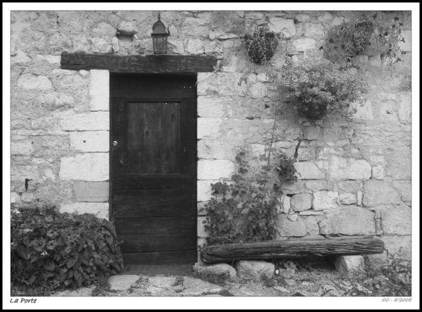 village of France stones wood porte door