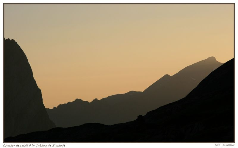 sunset on the mountains, graphical simplicity