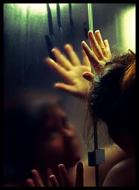 Mon reflet dans un miroir embué