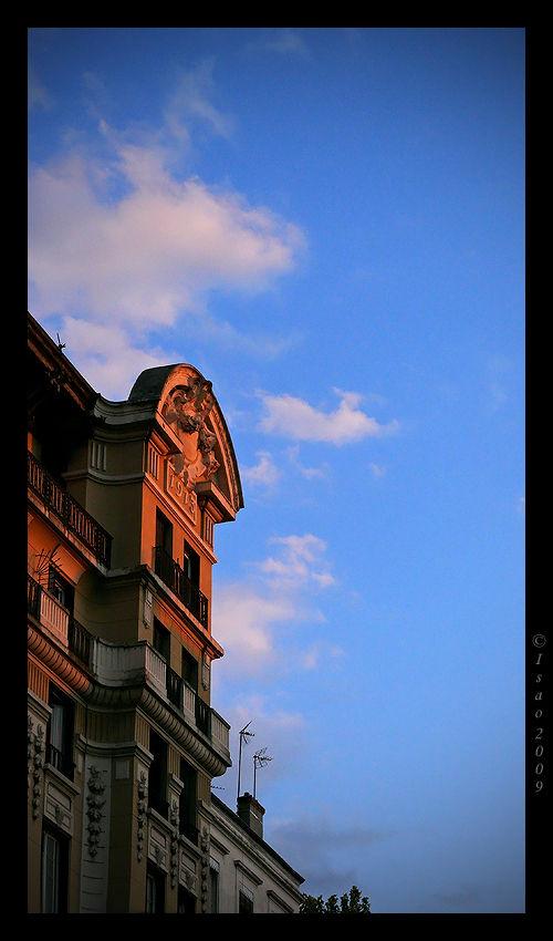 Soleil couchant sur les toits