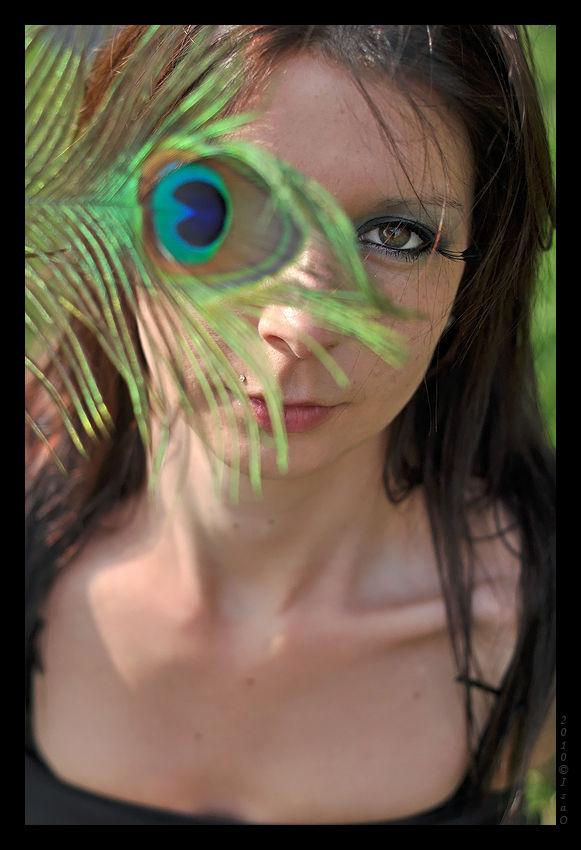 Elodie et les plumes de paon