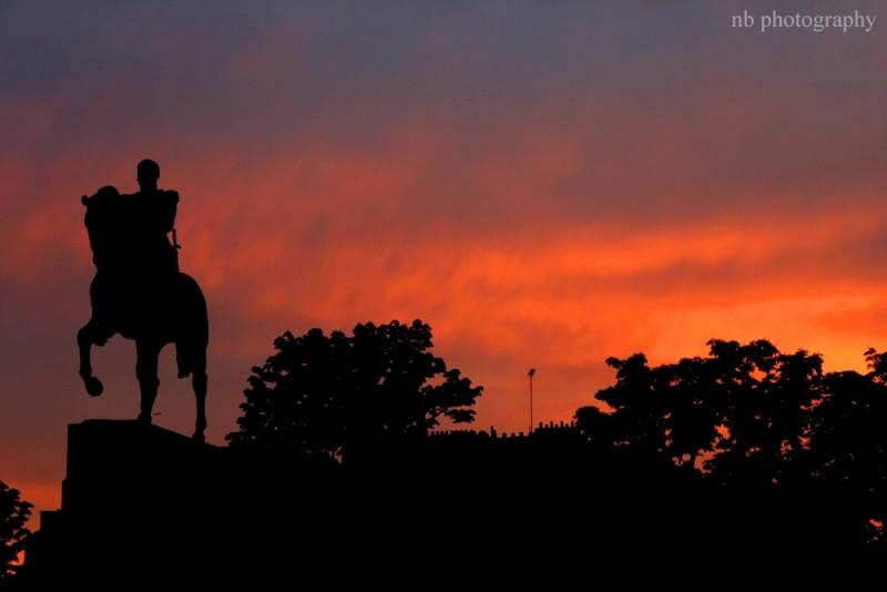 Un Chevalier sous le coucher du soleil