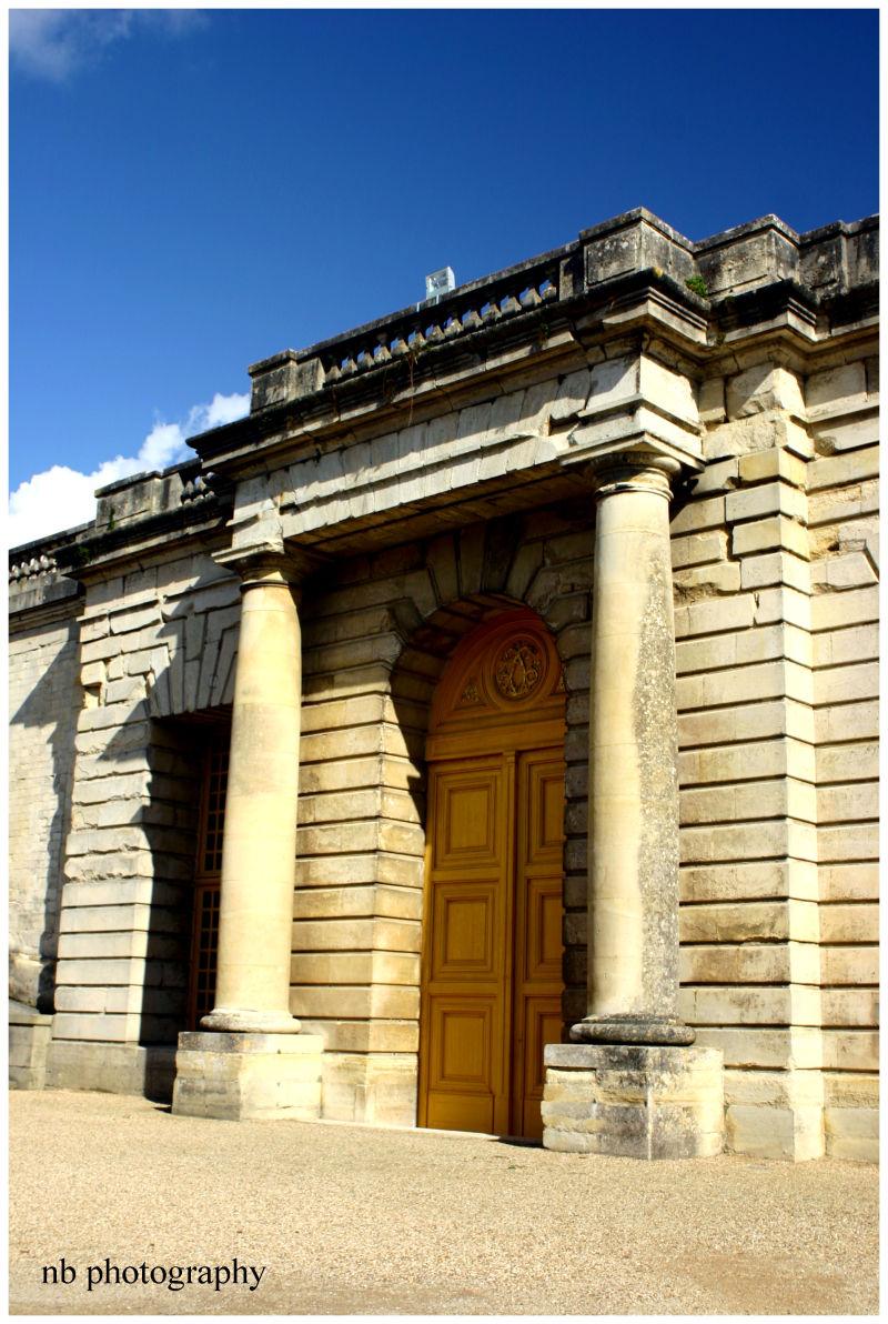 Porte dans le jardin de Versailles