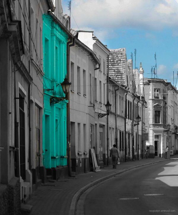 ...charming little street...