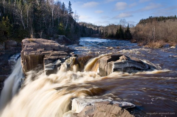 High Falls waterfall on Pigeon River