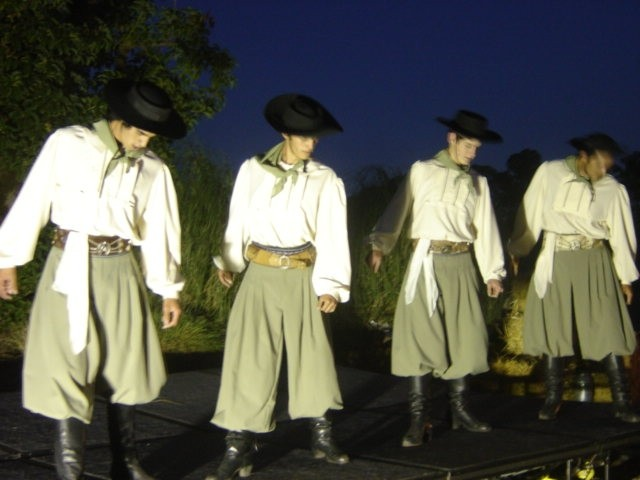 Uruguian Dancers