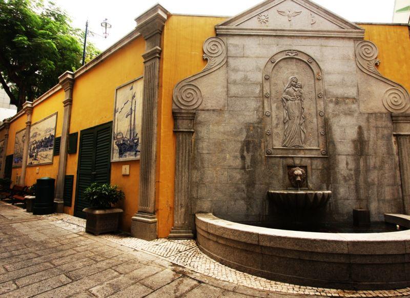 Rua de Macau: worship