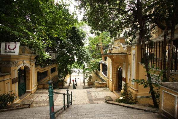 Rua de Macau: small street