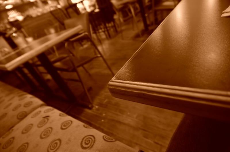 Seul au café Lézard?