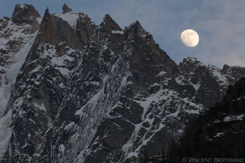 Lever de lune au Mont-Blanc