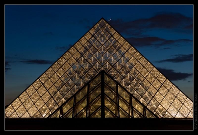 Pyramide du Louvre II