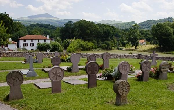 Lápidas del cementerio de Itsasou