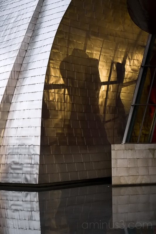 Guggenheim, Prisionera