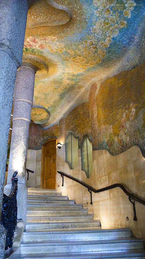 Gaudí: Casa Milà, escalera.