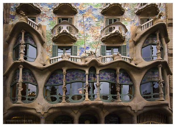 Gaudí: Casa Batlló, I. Detalle de la fachada.