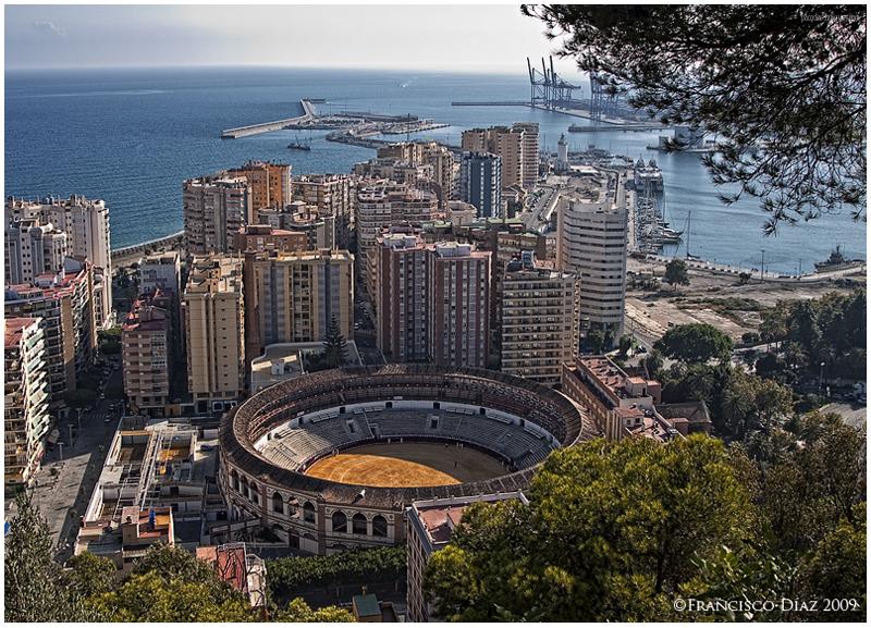 Málaga, Plaza de toros y puerto.