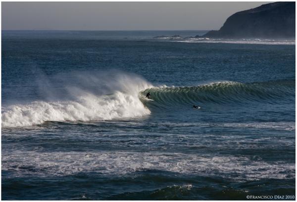 Surfistas en Mundaka