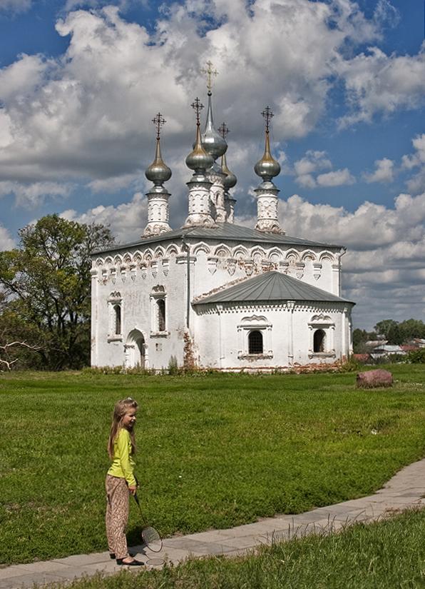 Iglesia rusa y niña