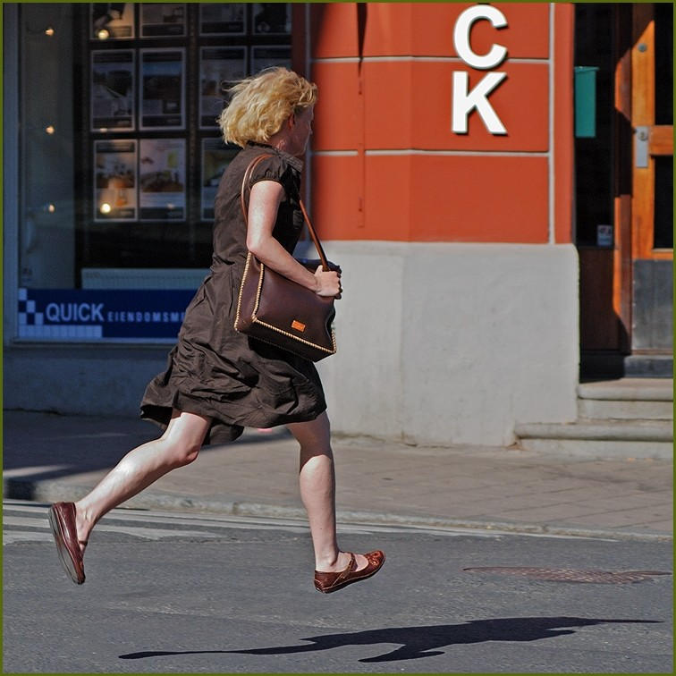quick woman runing in oslo