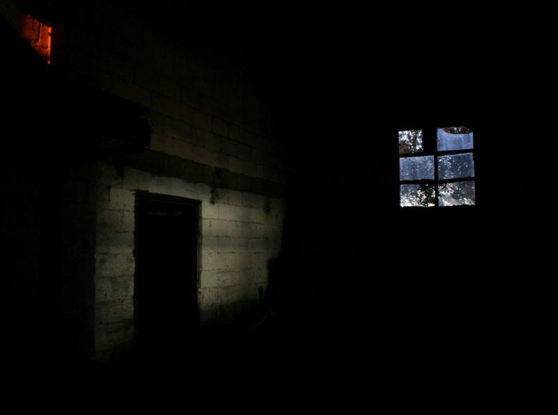 A la fenêtre, pendant la nuit