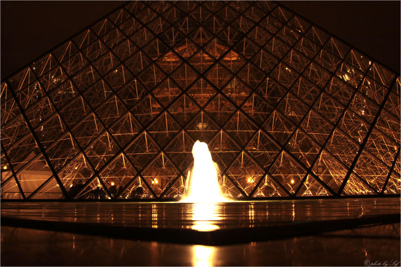 Pyramides du Louvre 1
