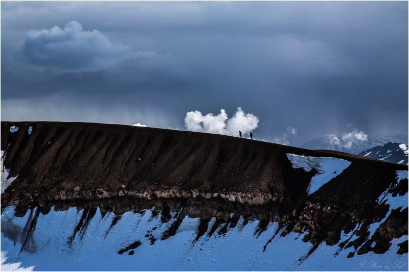 Sur les bords du cratère