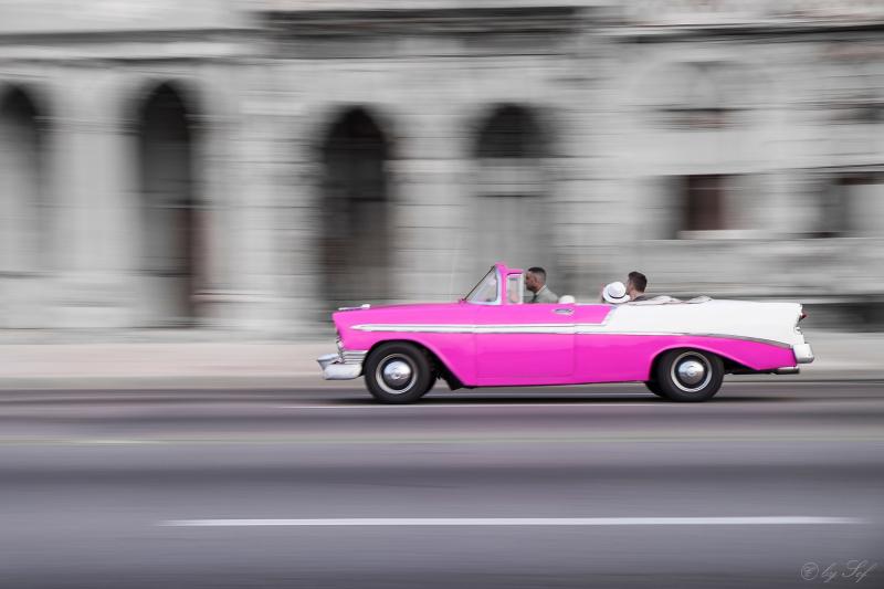 La voiture rose de Cuba