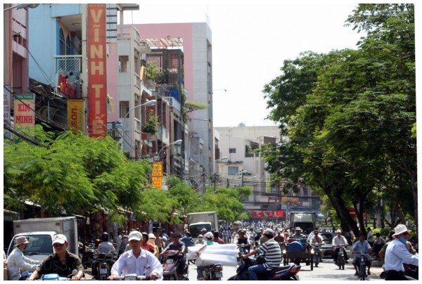 Chaotic street scene near Cholon