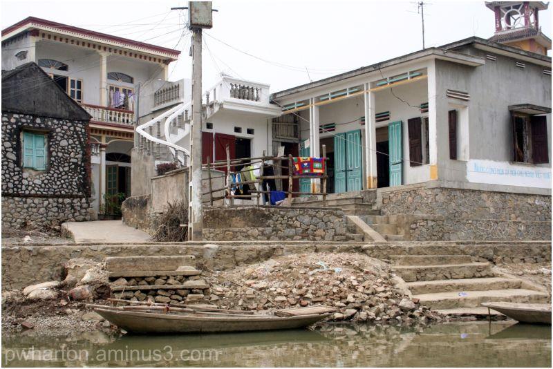 Riverfront house - Keng Ga