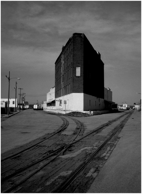 triangular building, kcmo - grant edwards photo