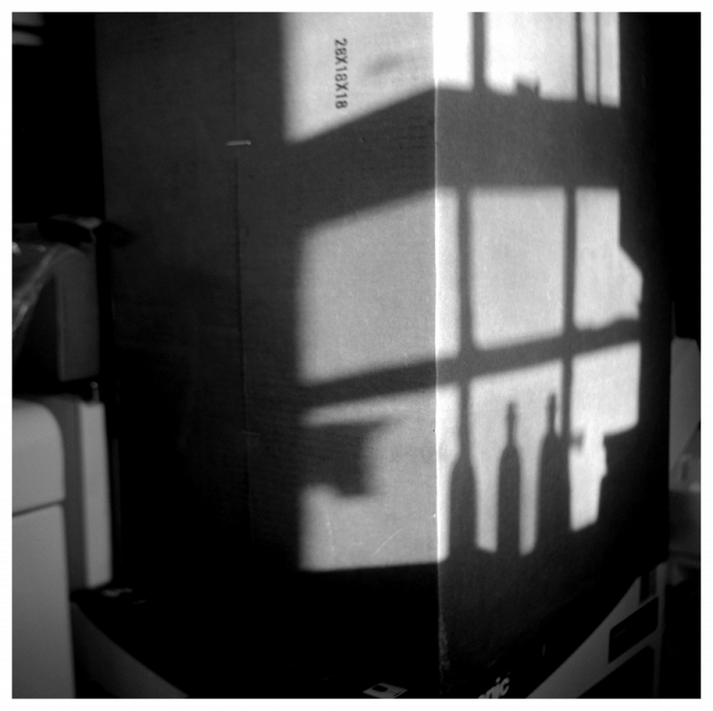 rolleiflex, b&w photo - shadows on a box