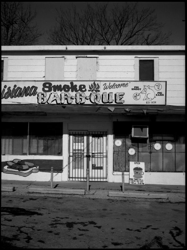 louisiana smoke bbq - kck - b&w photo