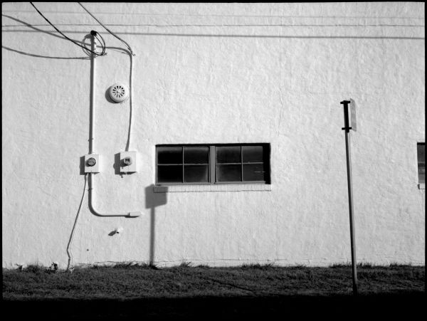 photo, white plaster building, b&w, picture