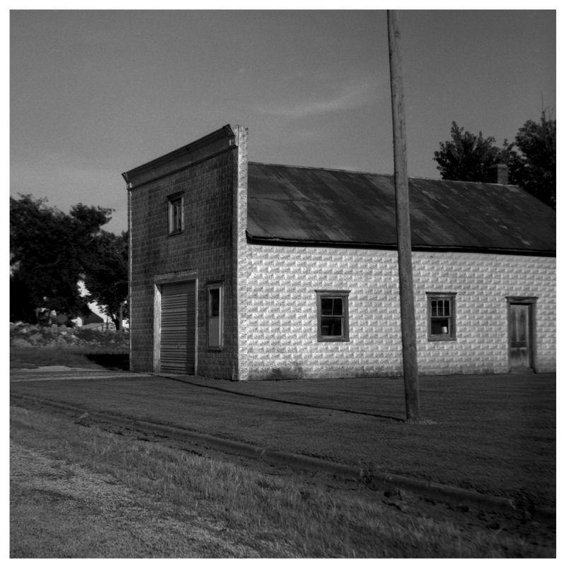 street & building - powhattan, ks - rolleiflex b&w