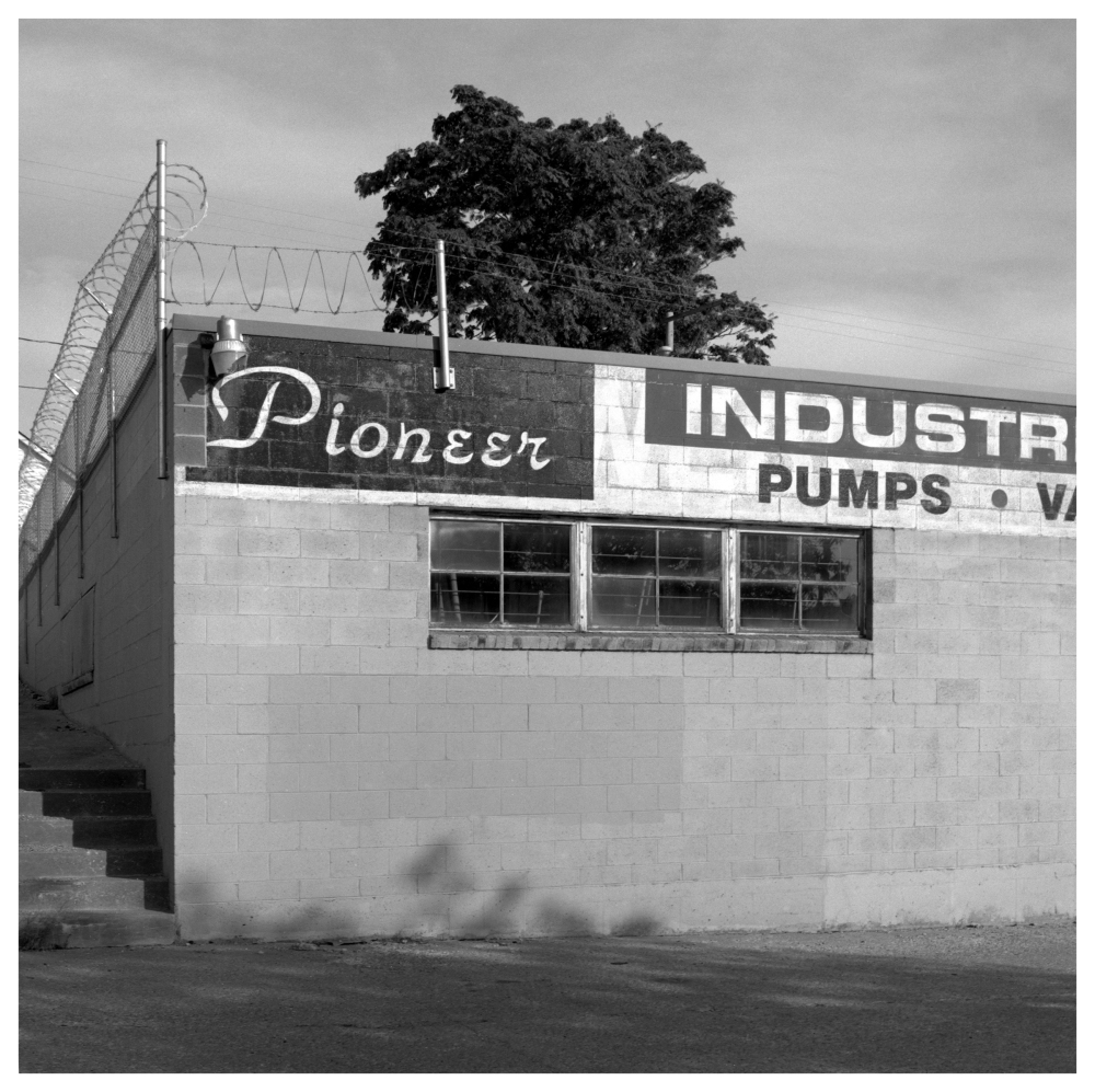 pioneer sign - grant edwards photography