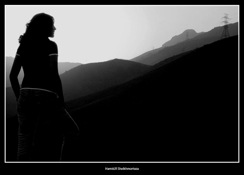 به دور دستها مینگرم....Looking To The Far distance
