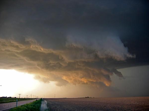 Ominous wall cloud